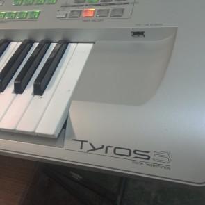 PRE-OWNED: Yamaha Tyros3 Arranger Workstation